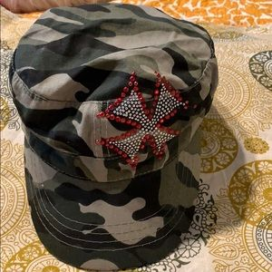 Ladies Camouflage Hat.